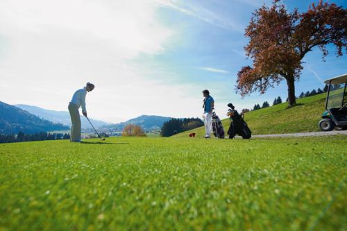 Golfplusonline oberstaufen gewinnt deutschen for Oberstaufen golf